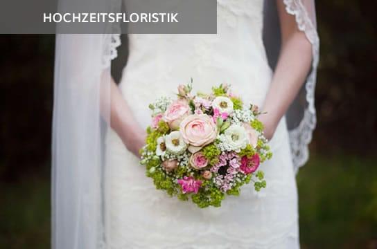 Braut mit Schleier und Brautstrauß
